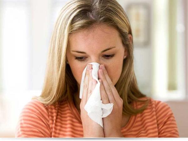 Чем лечить насморк кормящей маме?