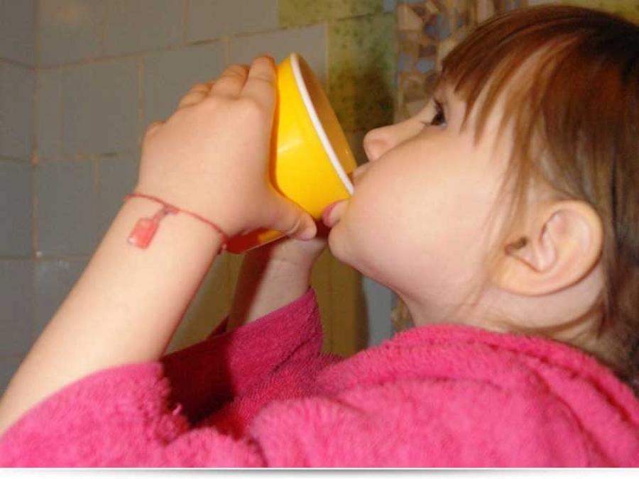 Чем лучше полоскать горло ребенку при ангине?