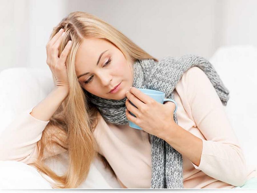 Чем можно лечить горло кормящей маме?