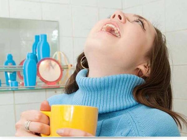 Чем можно полоскать горло кормящей маме?