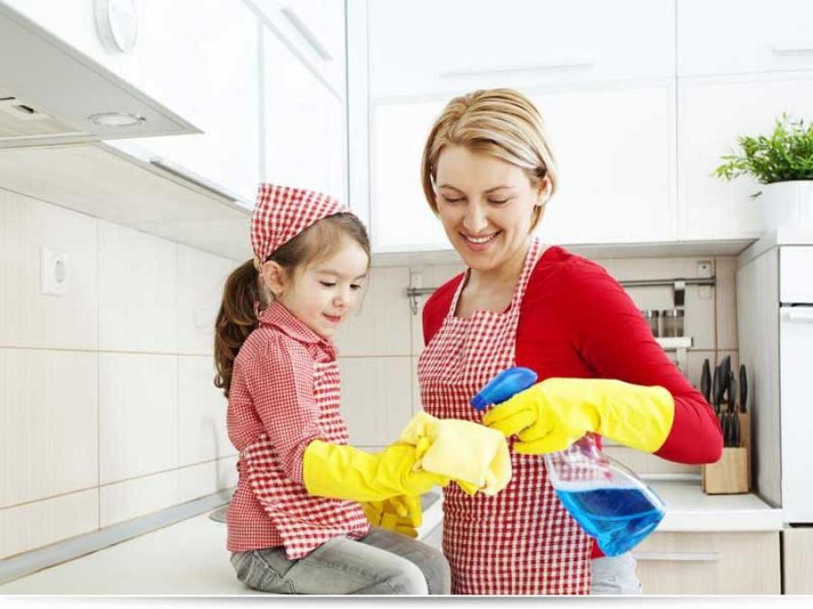 Как приучить ребенка помогать
