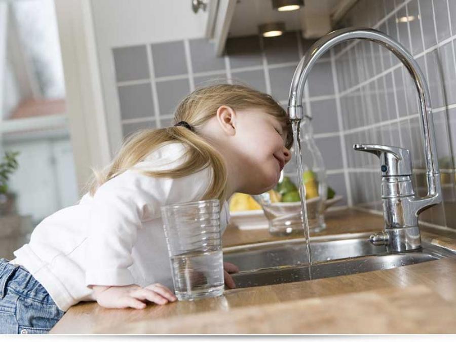 Ребенок постоянно пьет воду
