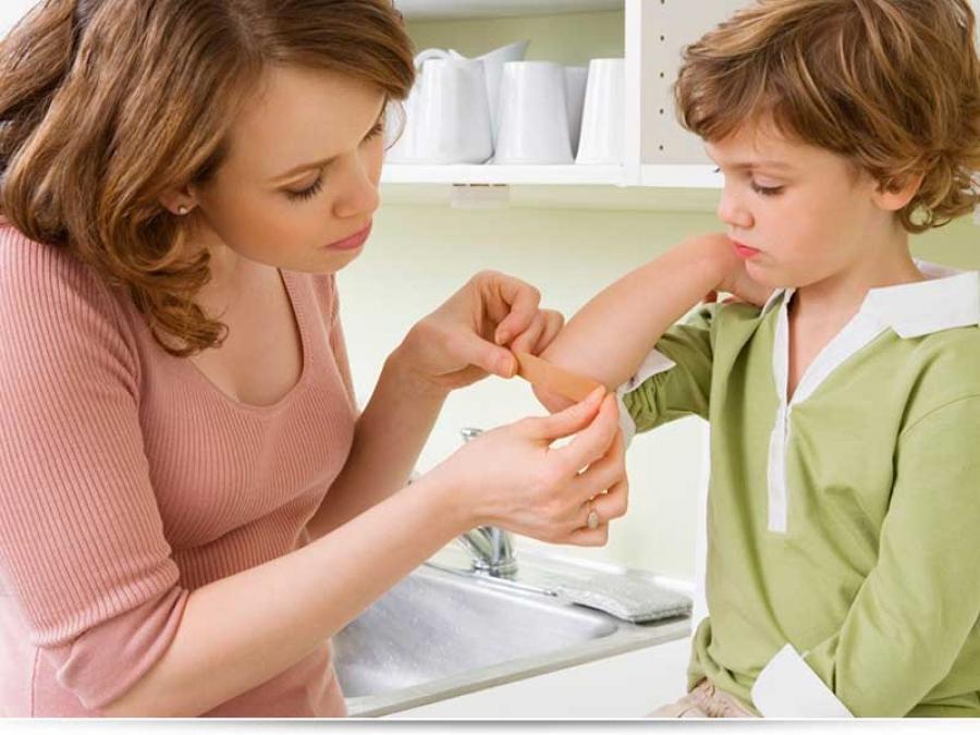 Ребенок содрал родинку, что делать?