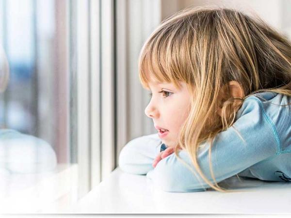 Со скольки лет можно оставлять ребенка дома одного?