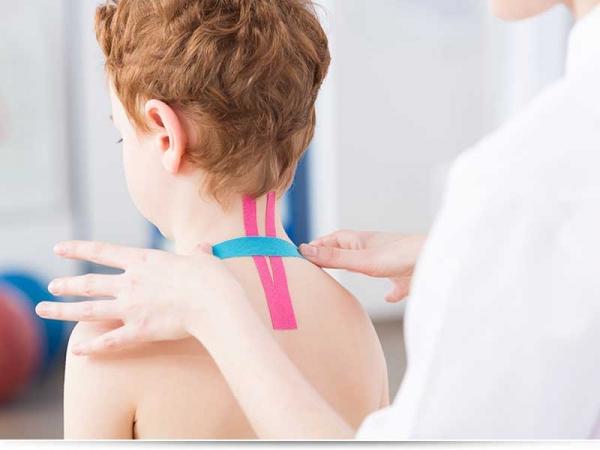 Свело шею у ребенка, что делать?