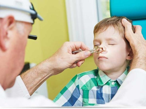 Ребенок засунул в нос семечку, что делать?