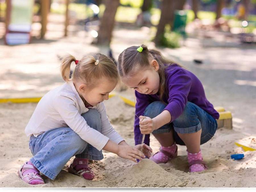 С какого возраста ребенок может гулять один?
